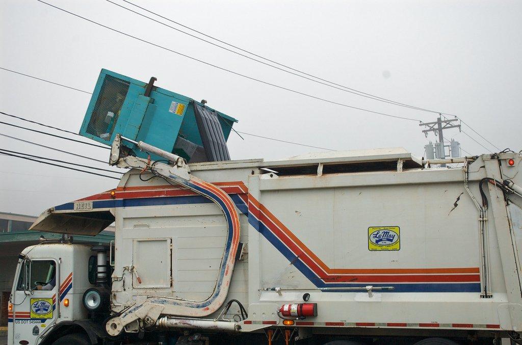 Front Loading Garbage Truck Dumping Bin