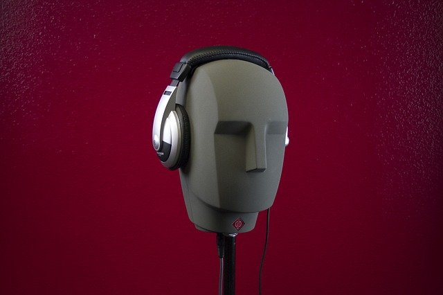 headphones-764864_640
