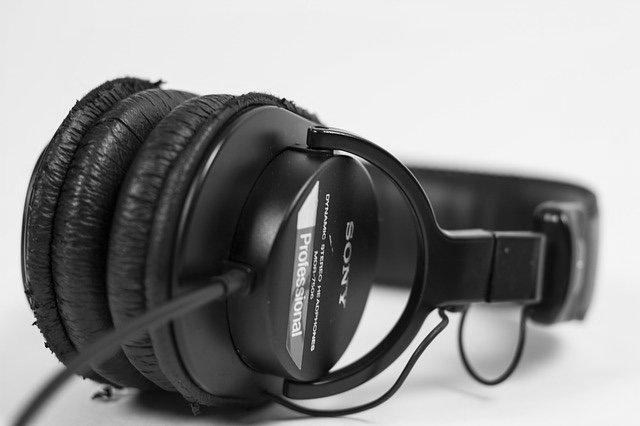 headphone 1568344 640